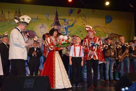 DSC 0202 - Prinz Jörg I. und Prinzessin Nicole II. regieren die Narren im Karnevalsdorf
