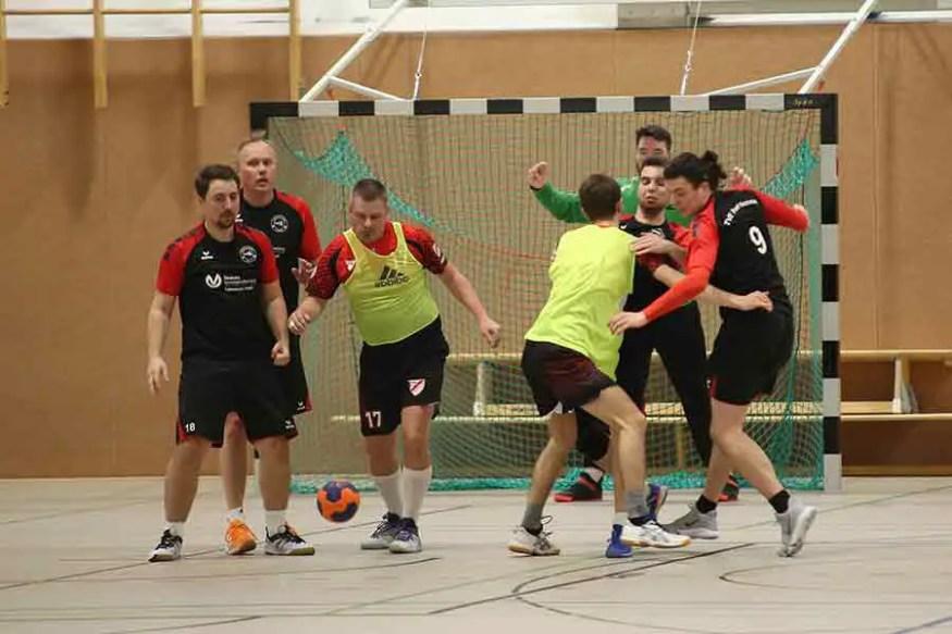 TVE gegen Niederpleis 15 - Klasse, Jungs! Handballer auf dem Weg Richtung Aufstieg