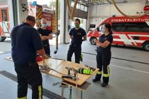Knoten und Stiche - Wasserrettung der Feuerwehr garantiert Sicherheit an und auf dem Rhein