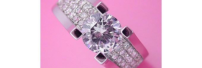 1カラットのダイヤモンドで30万円?