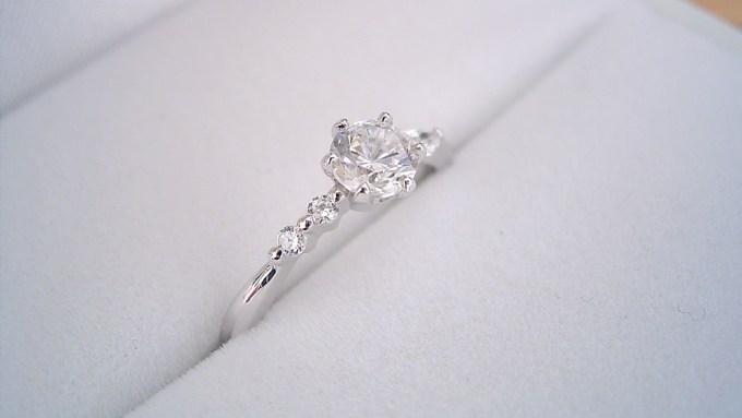 久しぶりに新しいデザインの婚約指輪が出来ました。今回は製作過程など裏話も書いてます。「左右のダイヤモンドの形が違う、ちょっと珍しい婚約指輪」