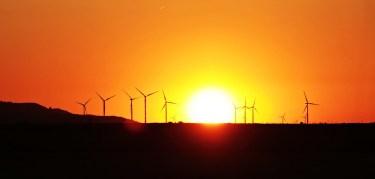 気候危機9‐風力/太陽光などの「再生可能エネルギー」、今や「最も安い」選択肢に