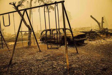 気候変動で過去最悪の火災 死者多数 「すべてを失った…」と避難者