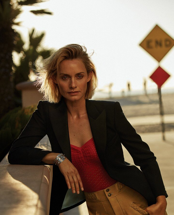 Amber Valletta covers the February 2020 issue of Vogue Mexico/Latin America. Photographed by Alique.