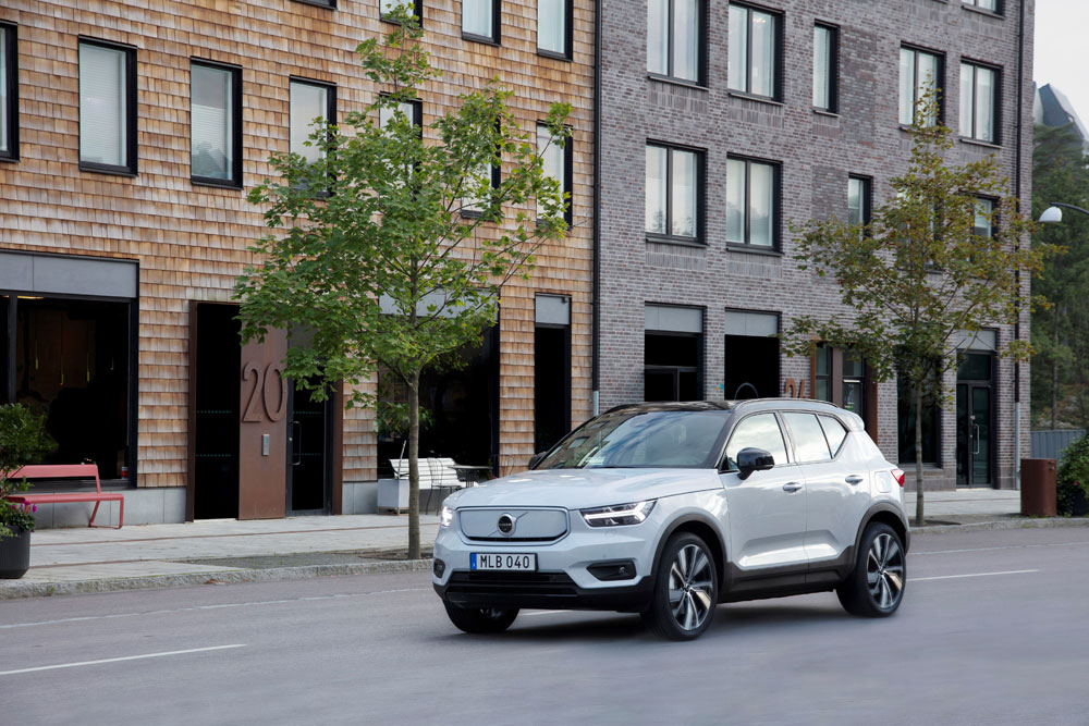 271704 volvo xc40 recharge awd in glacier silver