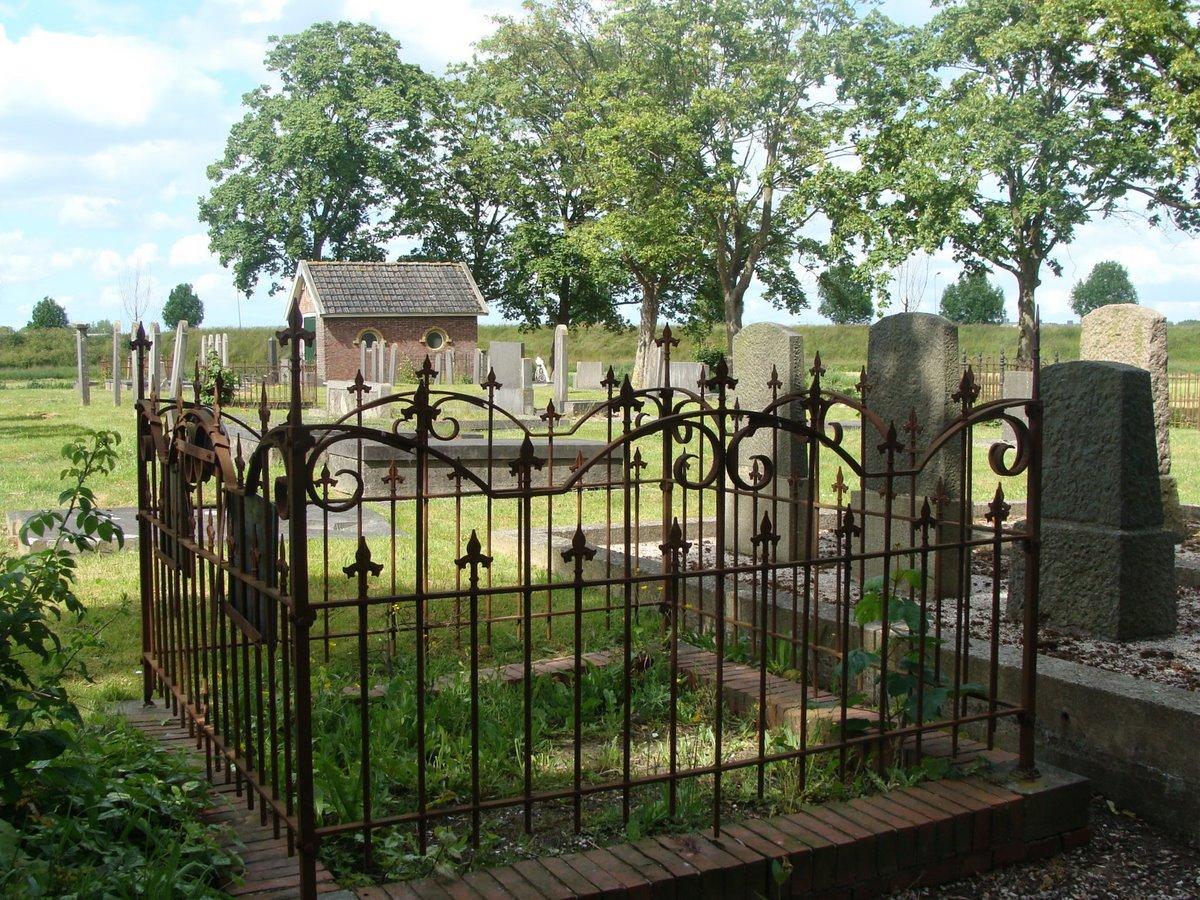 19Oude_Begraafplaats_a_.d._Kerktraat_2