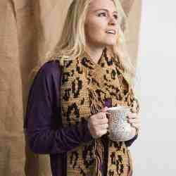 lengthy leopard scarf | I Like Crochet Magazine | Hooked by Kati