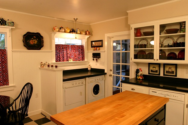 Candices Kitchen With Washer Dryer After Hooked On Houses