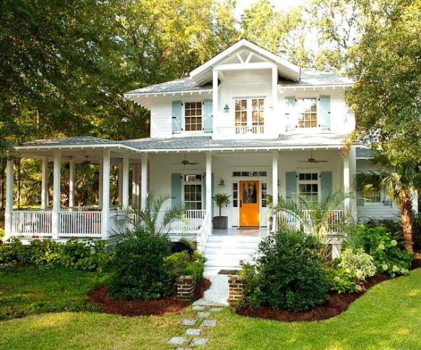 """A Family's Coastal Cottage With """"Fresh-Squeezed"""" Color"""