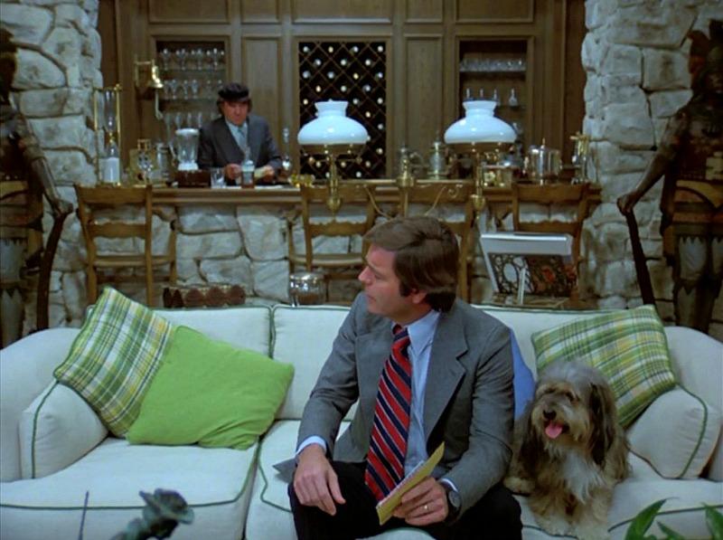Hart to Hart living room bar in pilot episode