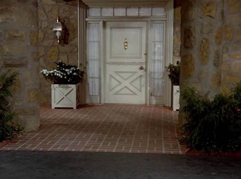 Hart to Hart front porch on soundstage