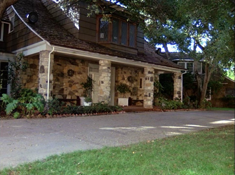 exterior of Hart to Hart house in season 5