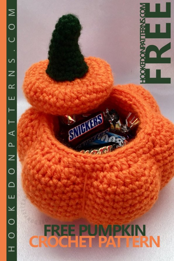 Free PUMPKIN Crochet Pattern Halloween - A fun free crochet pattern for kids and adults alike. A perfect gift, when filled with treats! #crochet #crochetpattern #lovecrochet #freecrochet