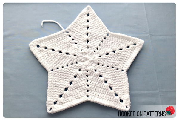 Free Snowman Lovey Crochet Pattern - Blankey after Round 8, White part complete.