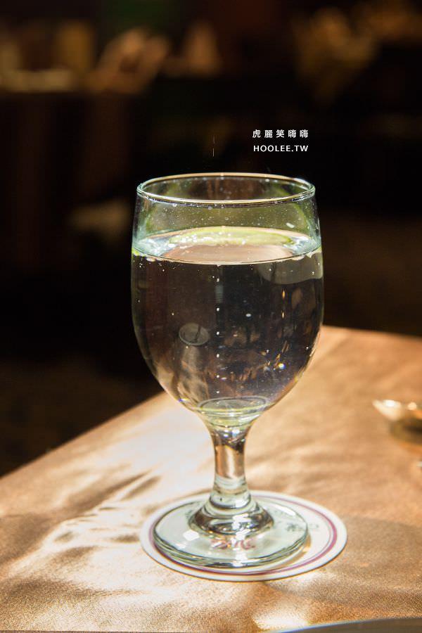 漢來大飯店45樓牛排 氣泡水