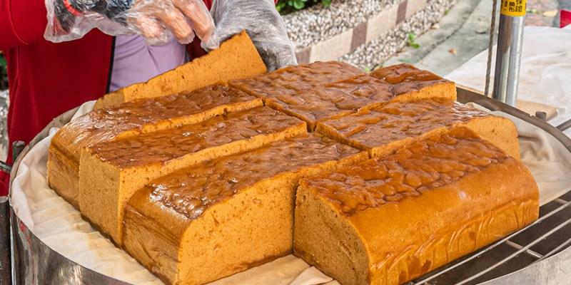 一公升的口水黑糖糕(高雄)甜點小攤車!黑糖糕每條一百元,現蒸出爐軟Q扎實