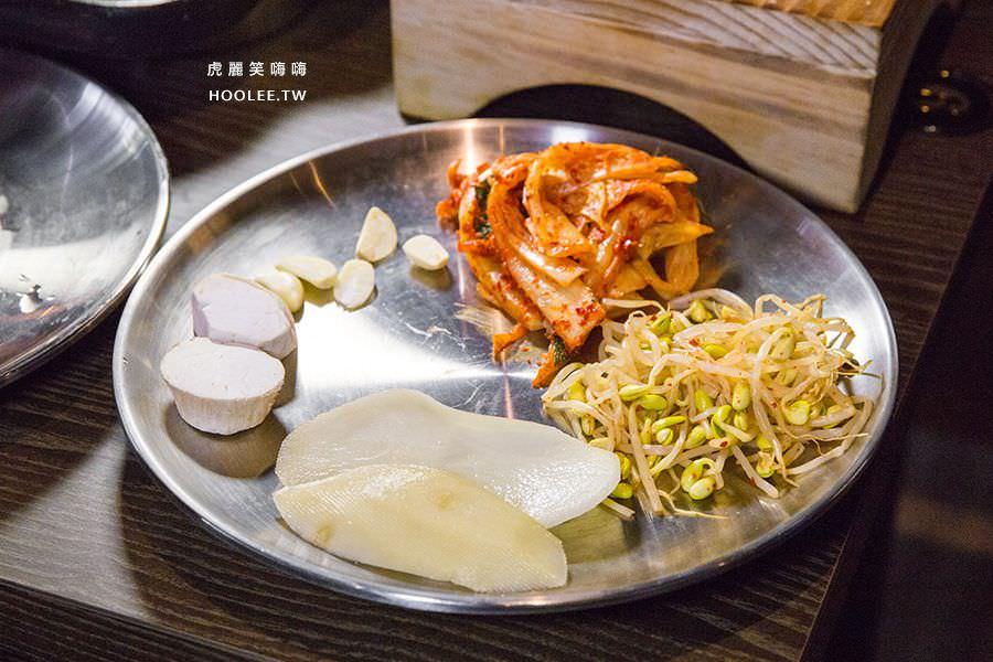 水刺床韓式烤肉餐廳 高雄韓式烤肉 泡菜 豆芽菜 杏鮑菇