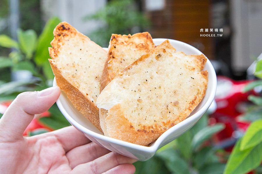 Q比Kitchen 高雄 香蒜麵包 NT$40