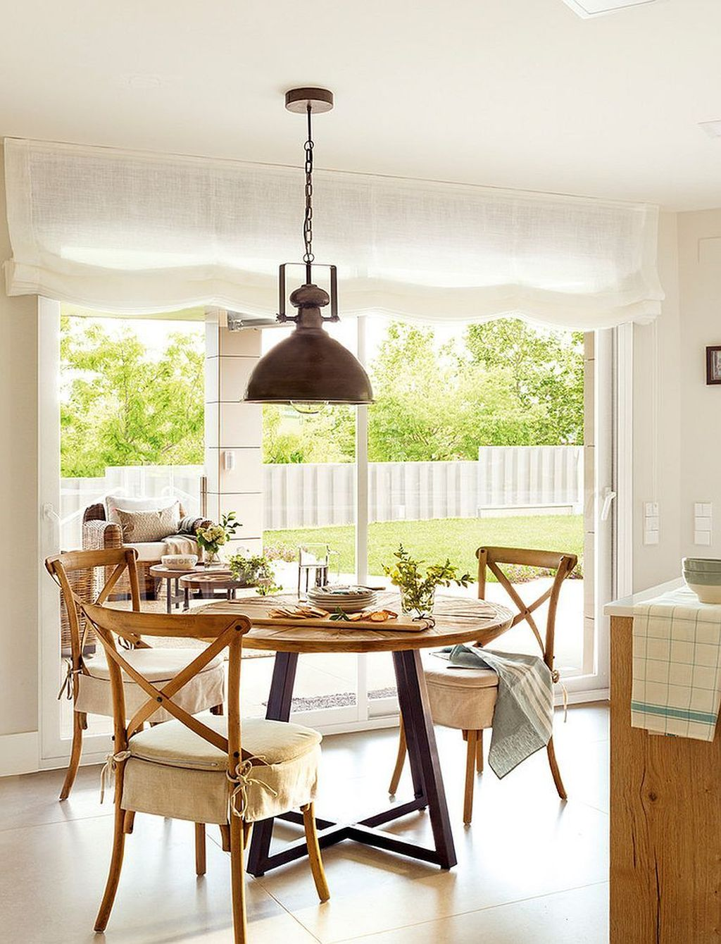 Amazing Summer Dining Room Decor Ideas 02