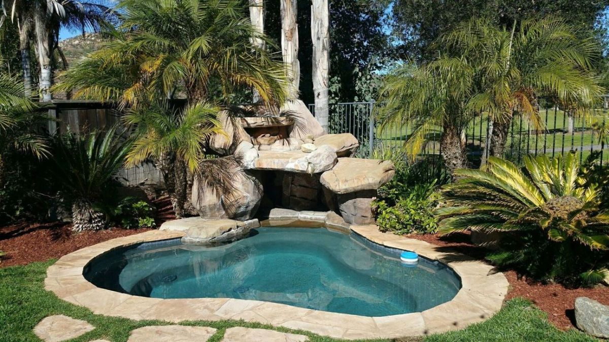 Lovely Small Swimming Pool Design Ideas On A Budget 33