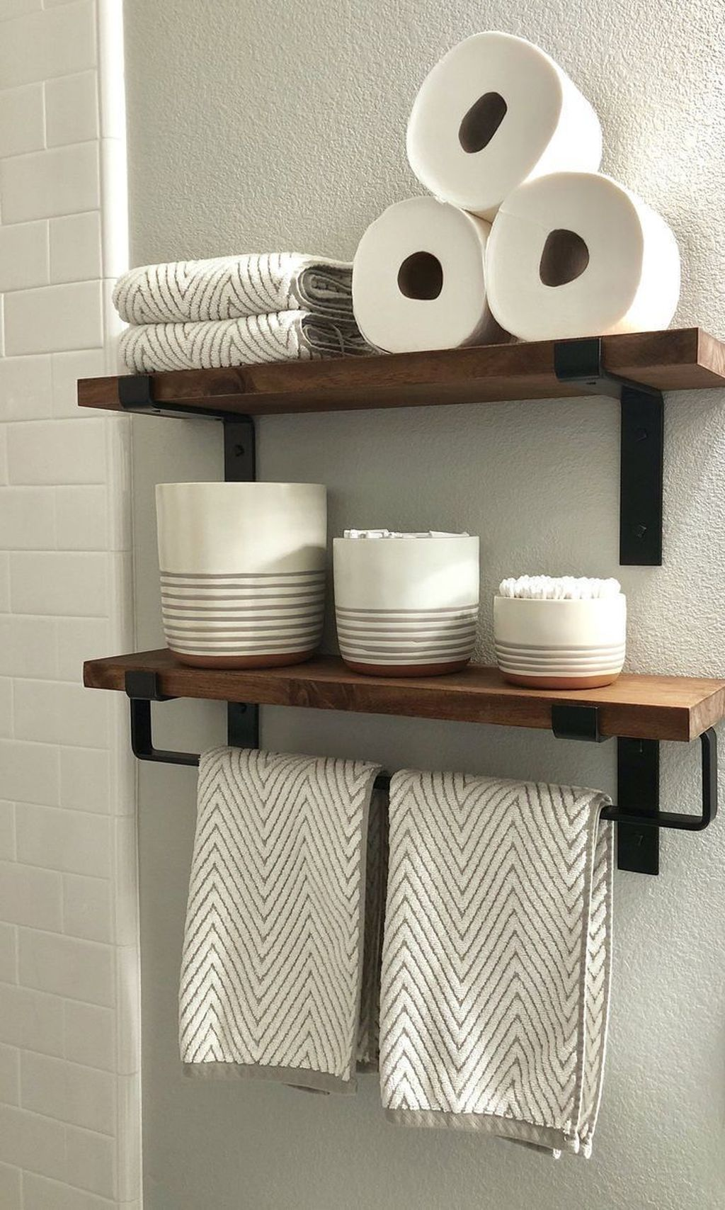 Amazing Bathroom Storage Design Ideas For Small Space 15