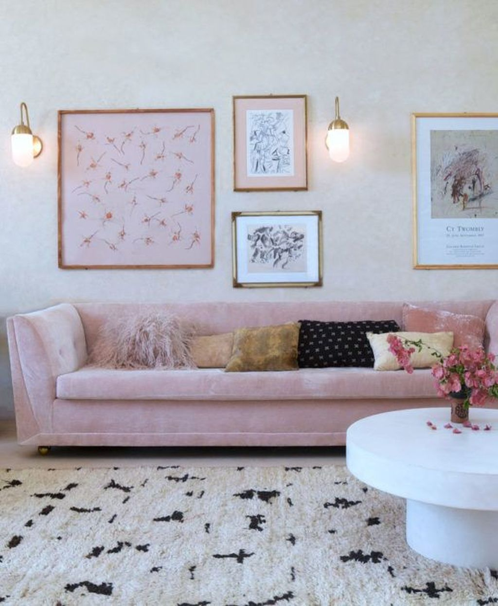 Beautiful Pink Living Room Decor Ideas 02
