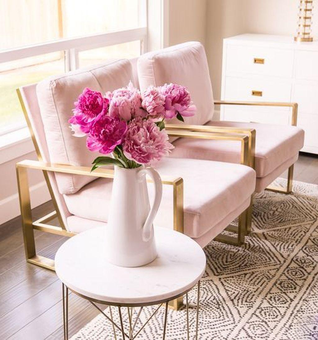 Beautiful Pink Living Room Decor Ideas 05