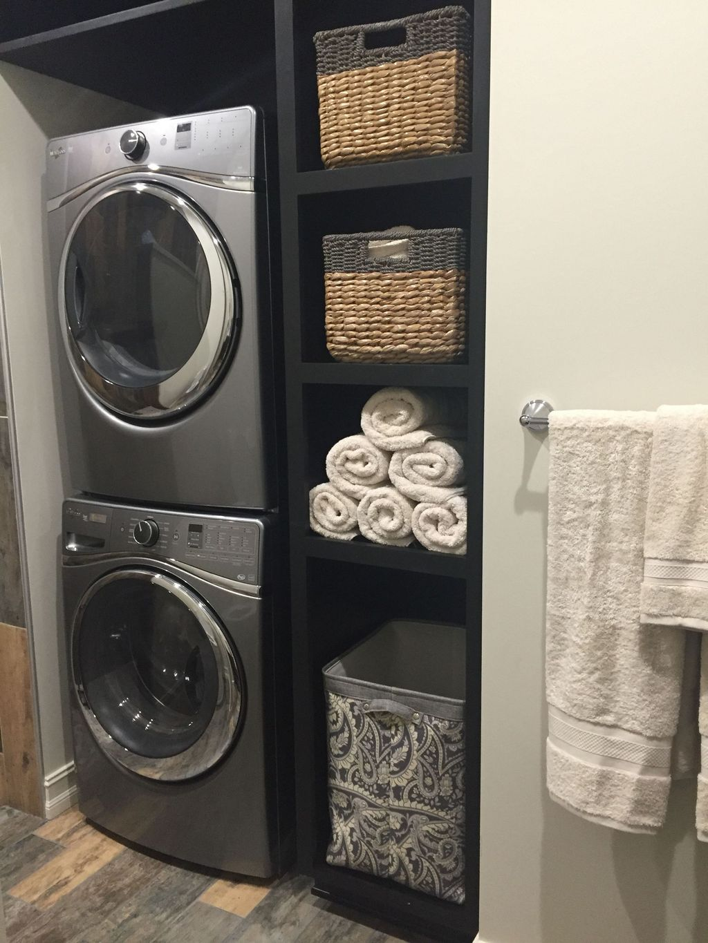 Inspiring Small Laundry Room Design And Decor Ideas 15