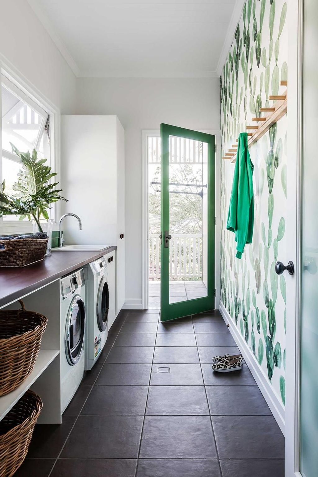Inspiring Small Laundry Room Design And Decor Ideas 20