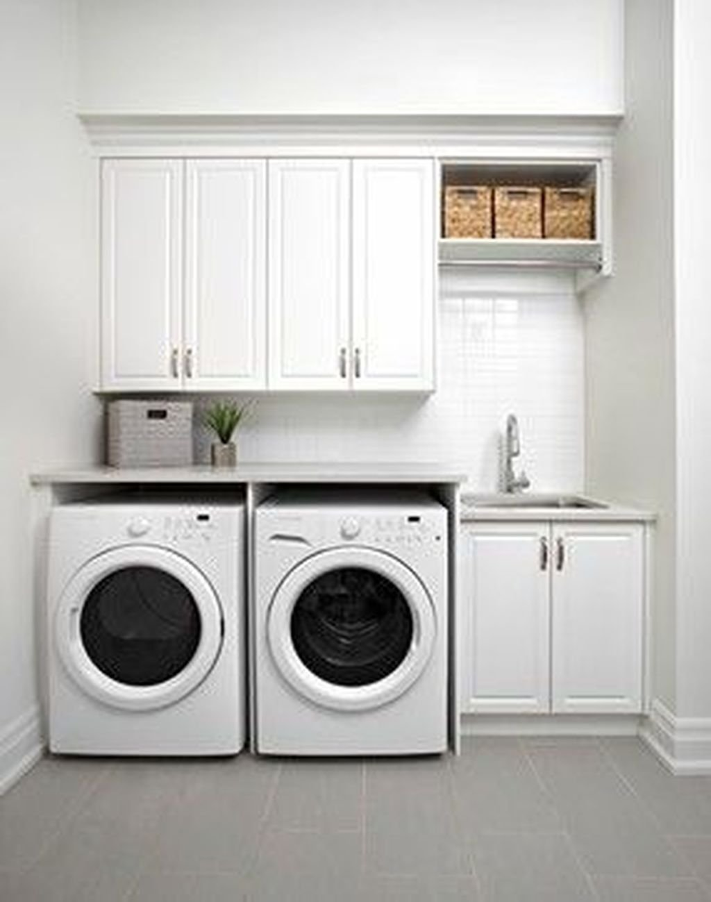 Inspiring Small Laundry Room Design And Decor Ideas 22