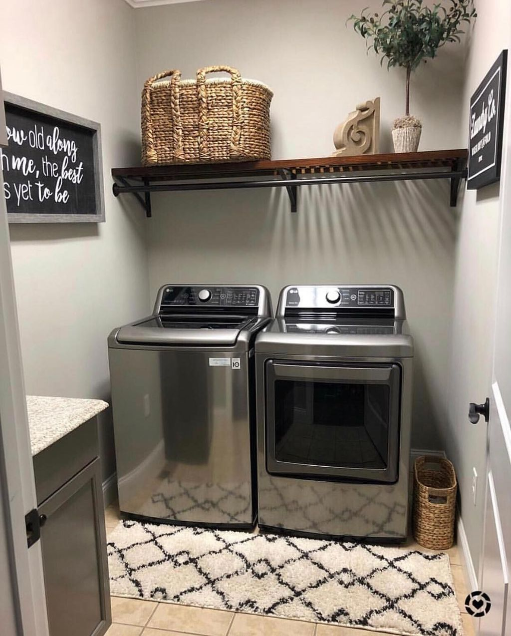 Inspiring Small Laundry Room Design And Decor Ideas 23