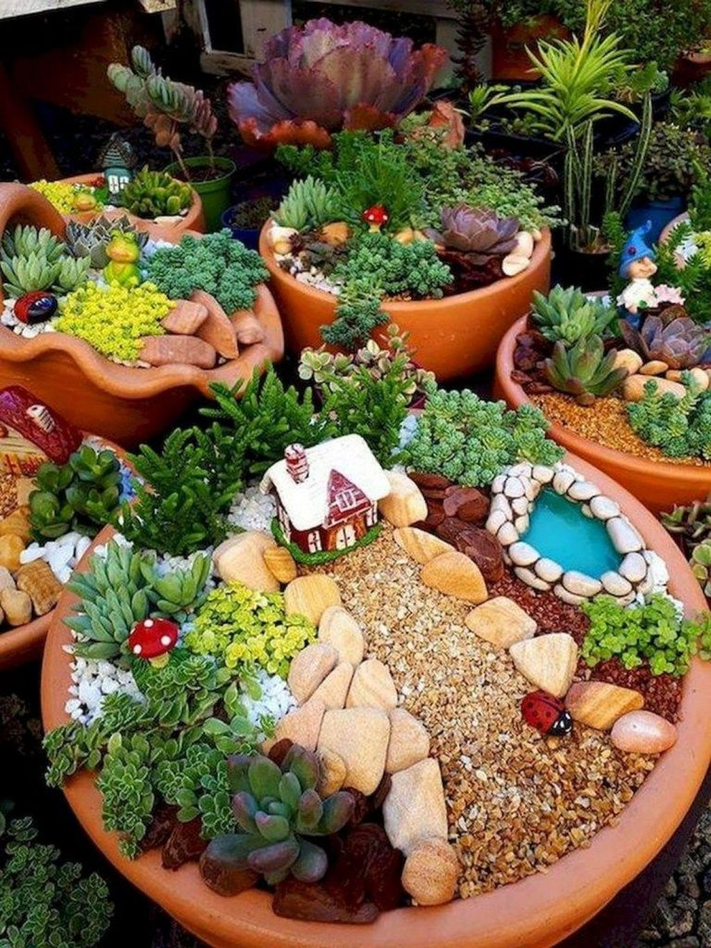 Lovely Beautiful Fairy Garden Design Ideas 08
