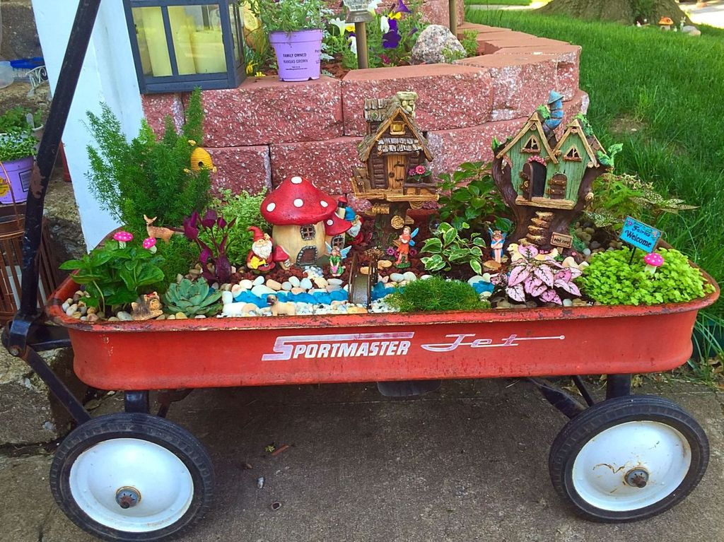 Lovely Beautiful Fairy Garden Design Ideas 16