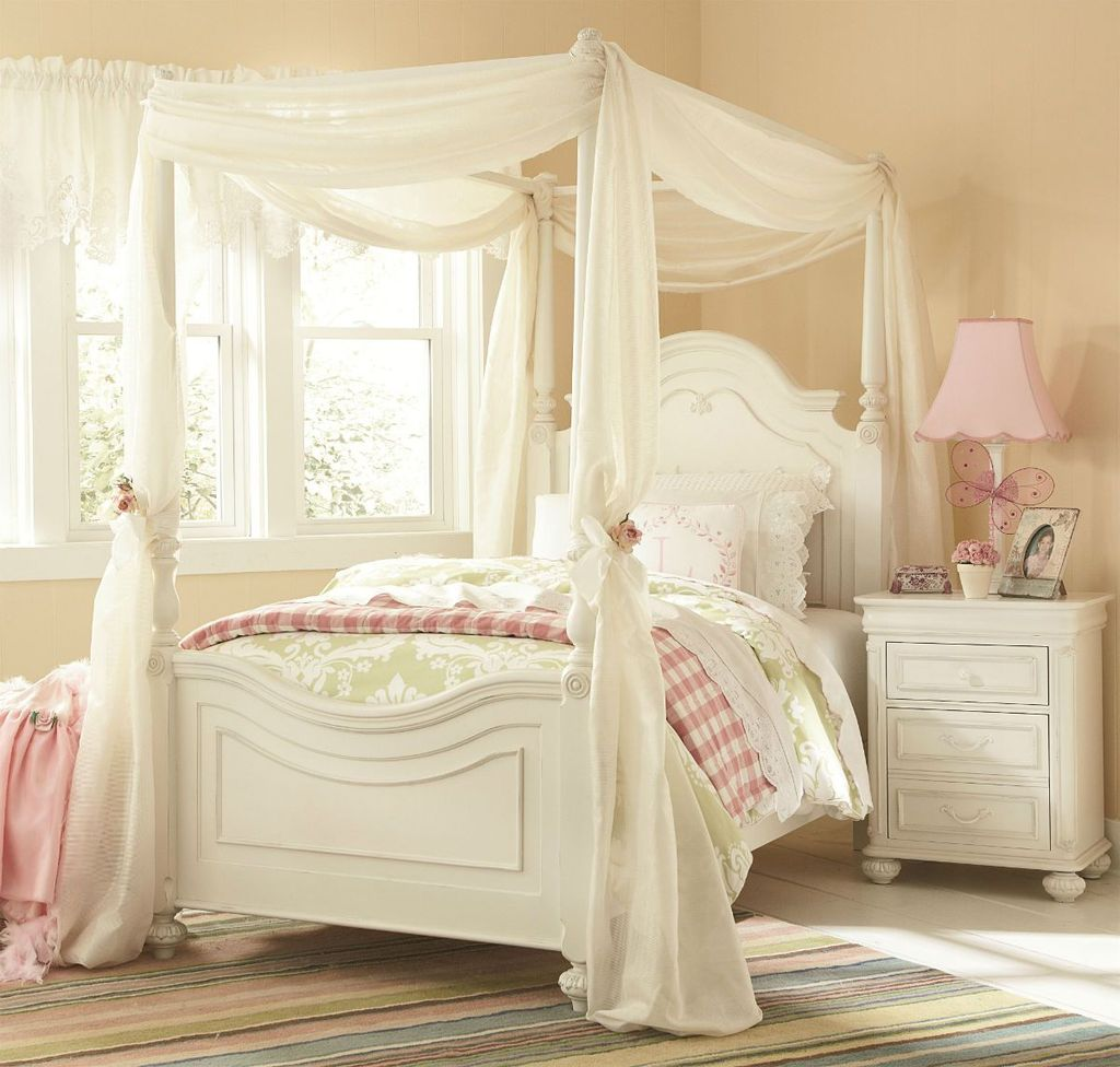 Lovely Romantic Canopy Bed Design Ideas For Your Bedroom 06