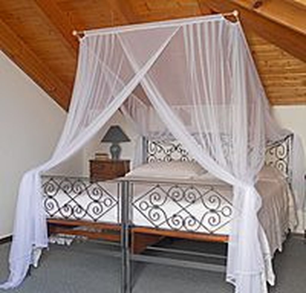 Lovely Romantic Canopy Bed Design Ideas For Your Bedroom 30
