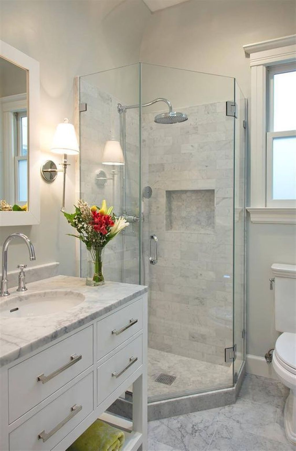 Popular And Stylish Small Master Bathroom Remodel Ideas 10