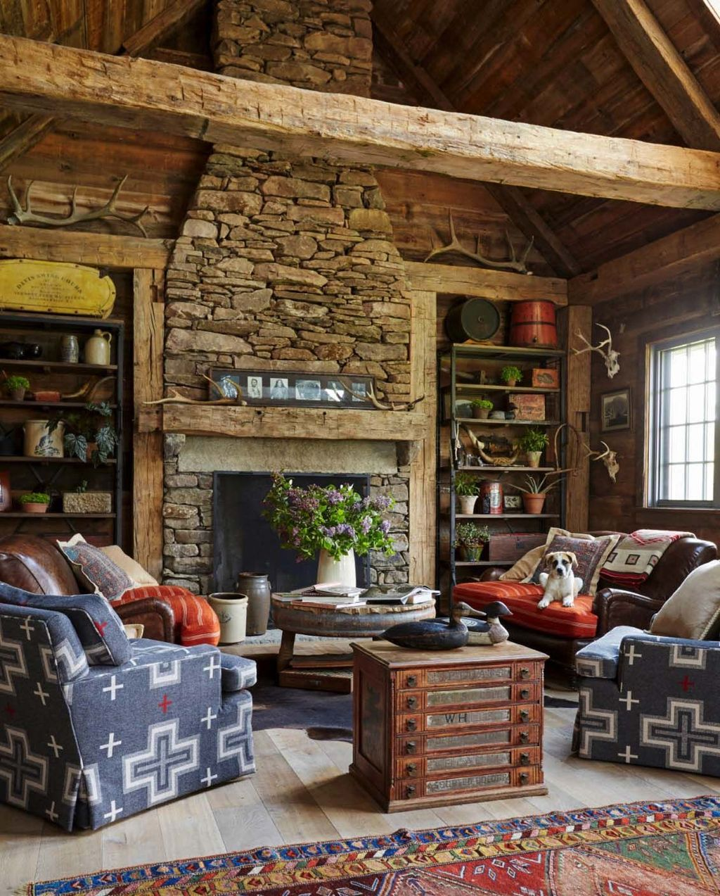 Stunning Lodge Living Room Decor Ideas 26