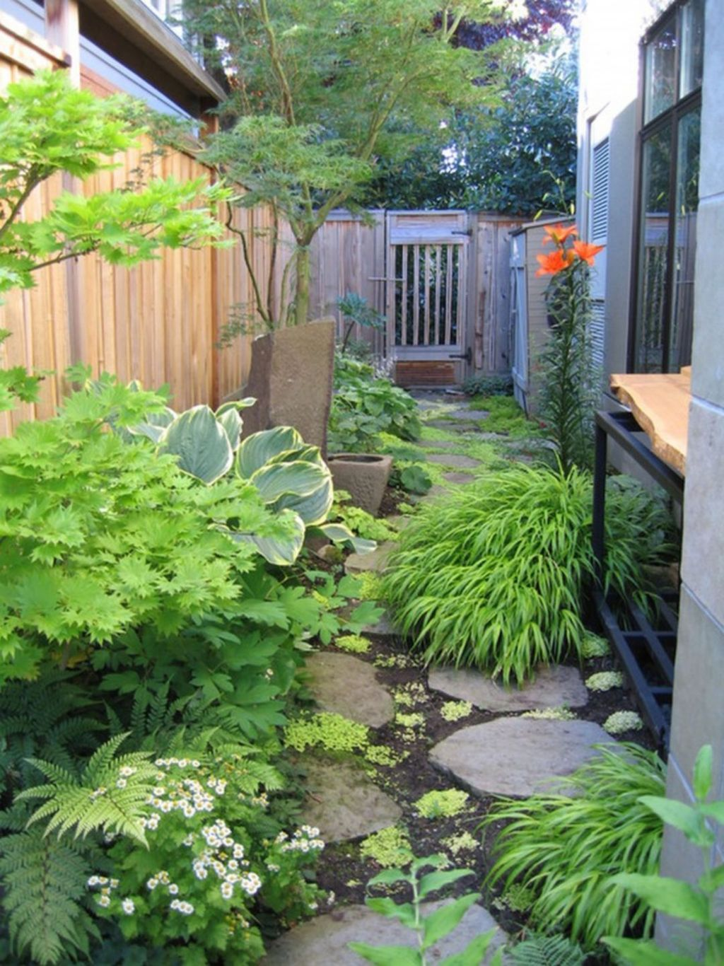 Stunning Tiny Garden Design Ideas To Get Beautiful Look 16