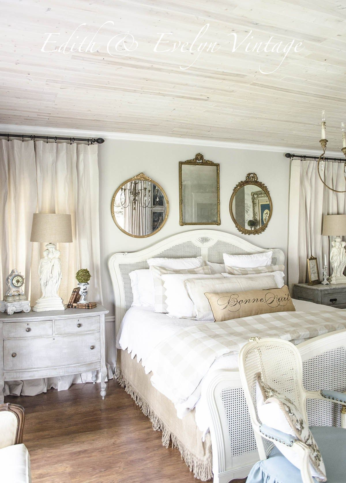 Amazing French Country Bedrooms Design Ideas 10