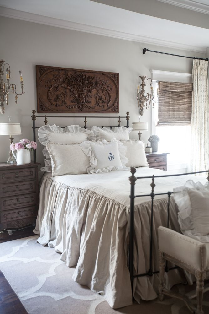 Amazing French Country Bedrooms Design Ideas 11