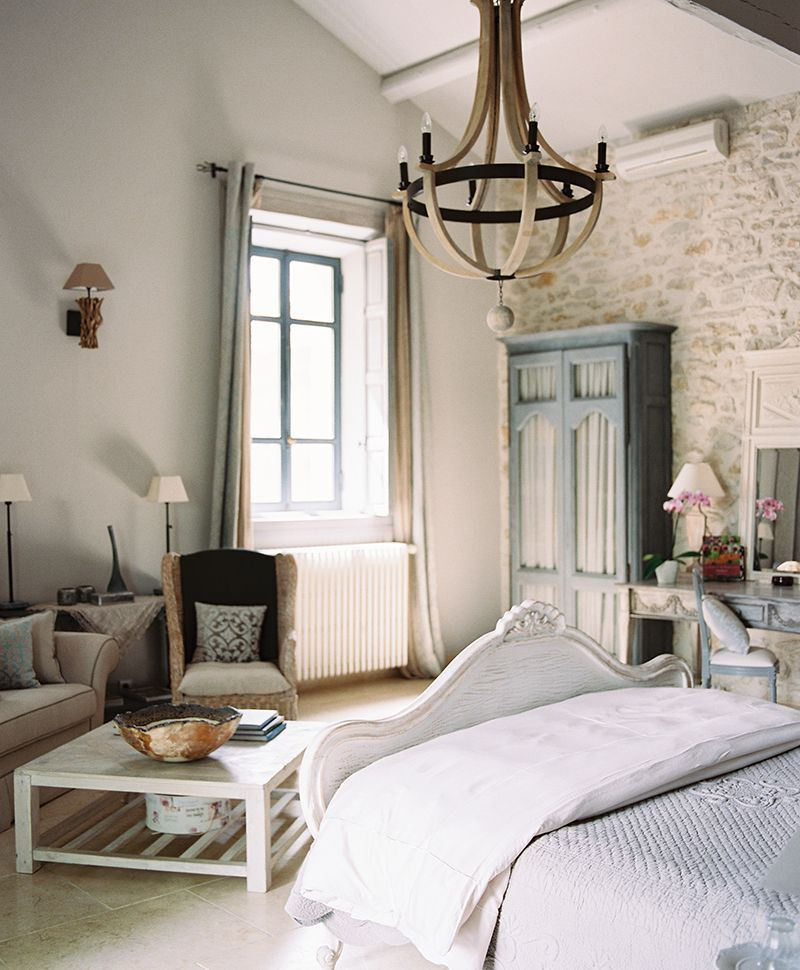 Amazing French Country Bedrooms Design Ideas 13