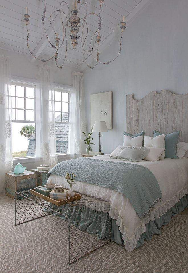 Amazing French Country Bedrooms Design Ideas 20