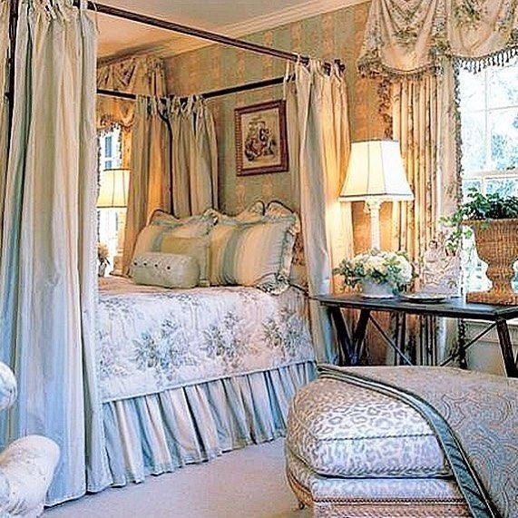 Amazing French Country Bedrooms Design Ideas 27