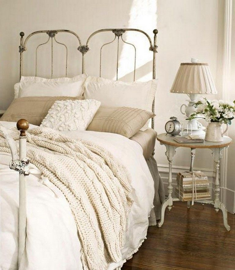 Amazing French Country Bedrooms Design Ideas 32