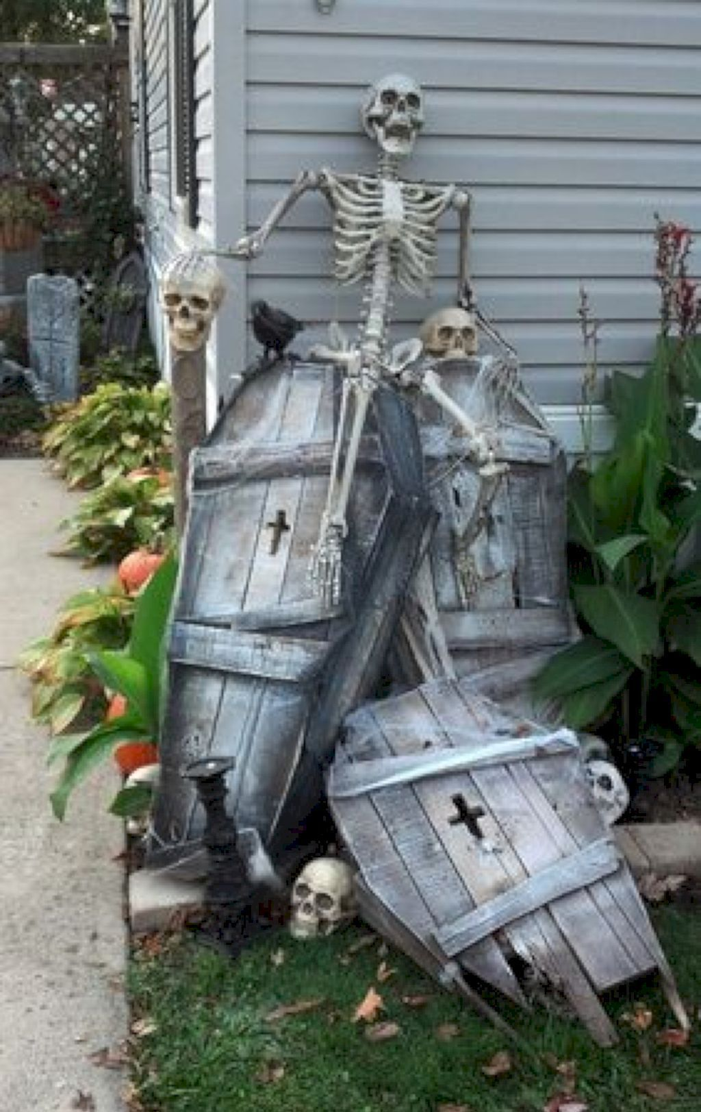 Amazing Halloween Outdoor Decorations Ideas 05