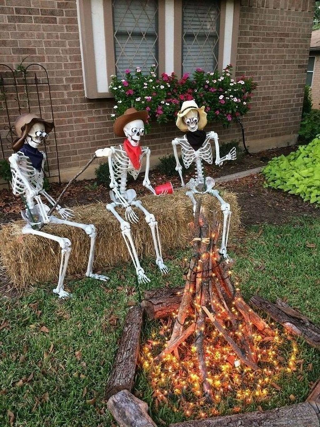 Amazing Halloween Outdoor Decorations Ideas 10