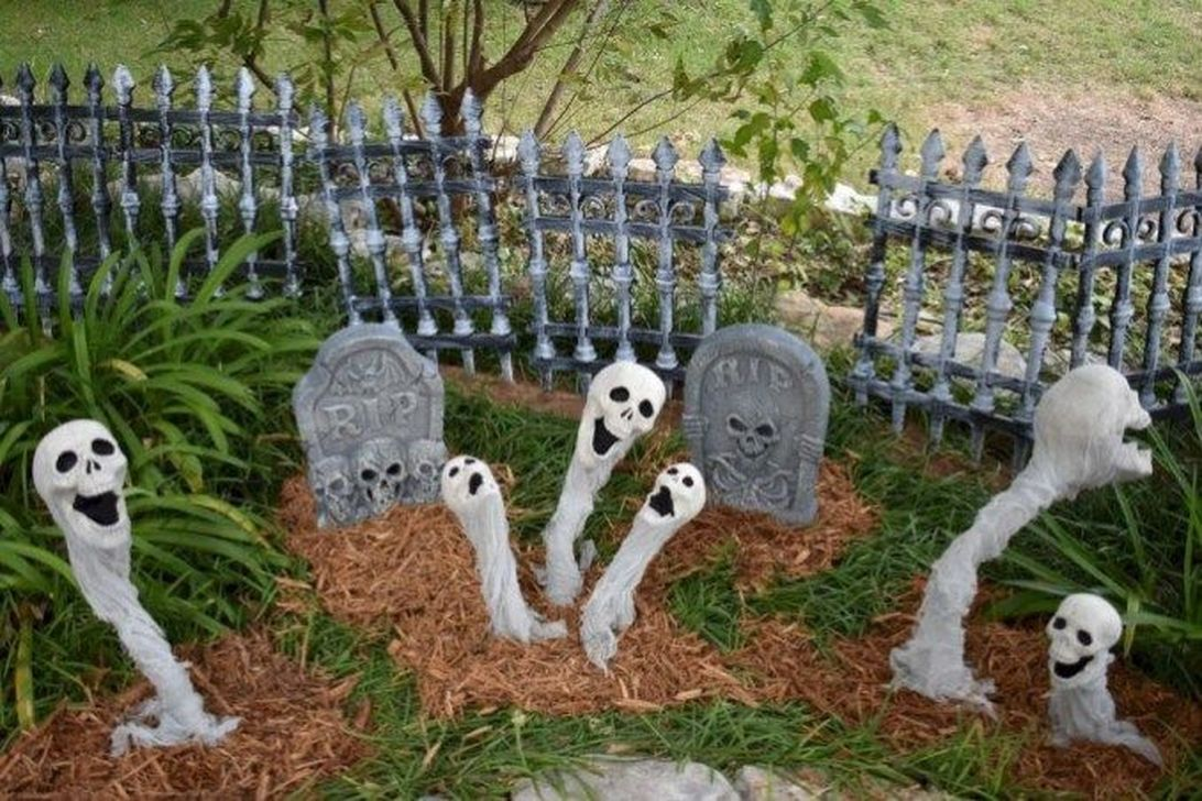 Amazing Halloween Outdoor Decorations Ideas 17