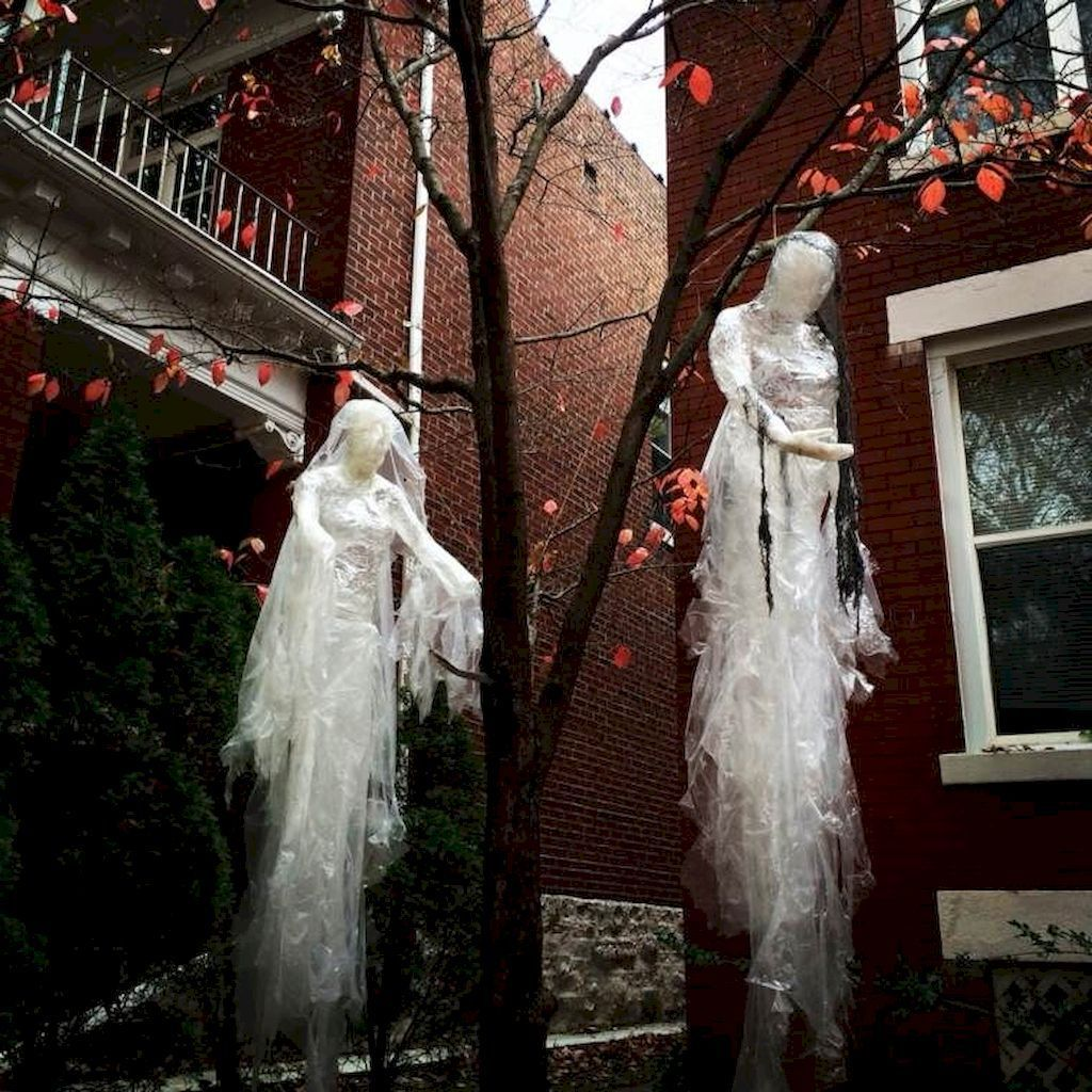 Amazing Halloween Outdoor Decorations Ideas 19