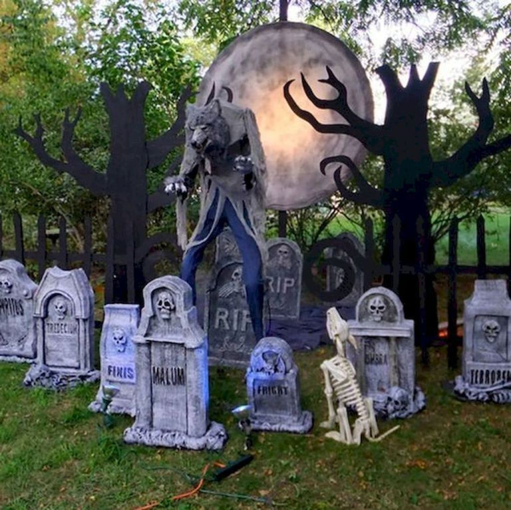 Amazing Halloween Outdoor Decorations Ideas 25