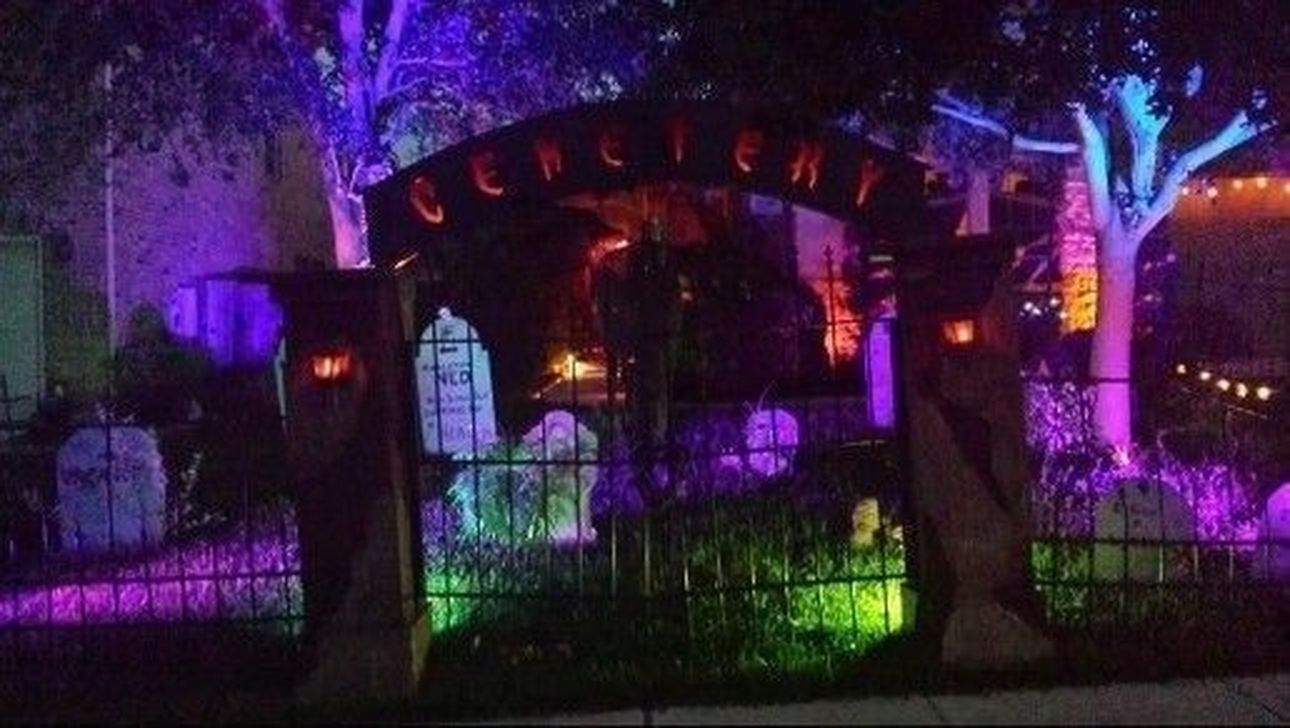Amazing Halloween Outdoor Decorations Ideas 32